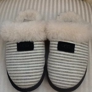UGG Striped Super Comfort Slippers Size 7 women's